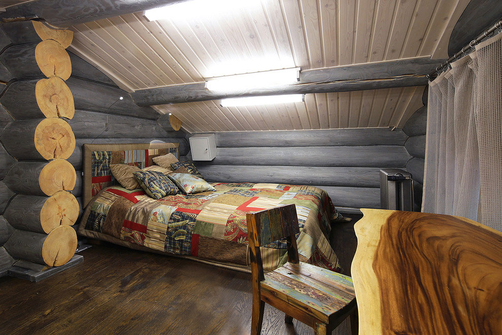Wooden-Cottage-bedroom-small2