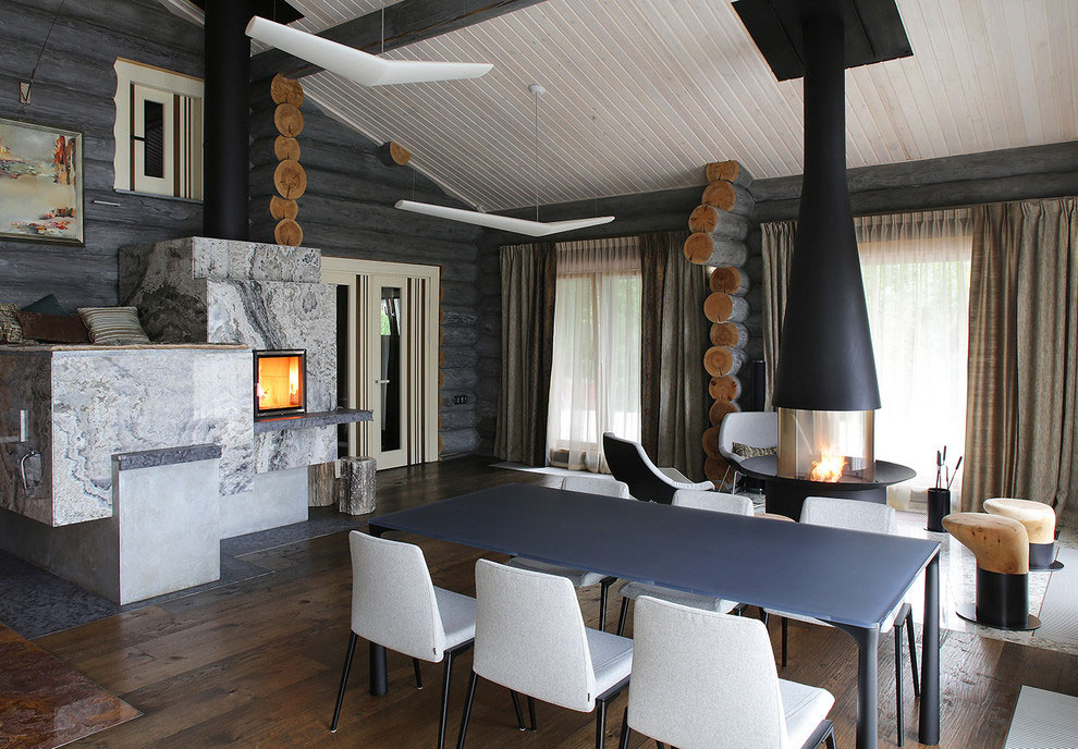 Wooden-Cottage-dining-area-and-nook