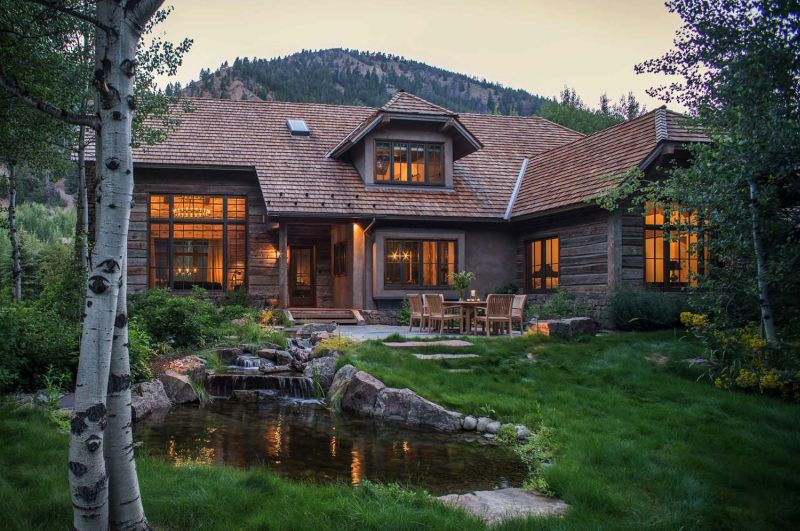 Woodland chalet in Idaho exterior and facade