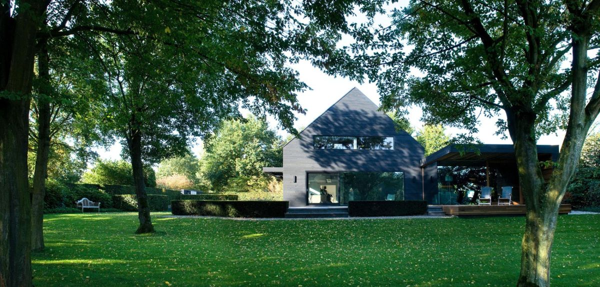 Woonhuis M residence makeover in context