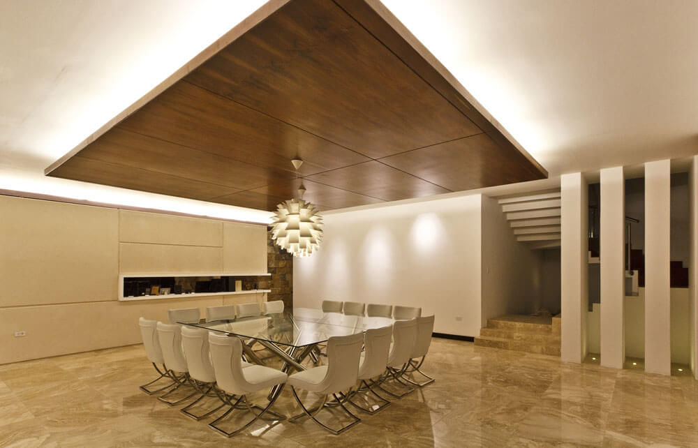 Yucatan cantilevered house dining area