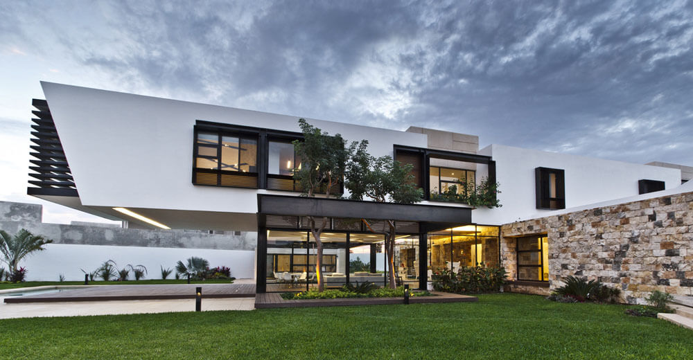Yucatan cantilevered house ground floor from outside