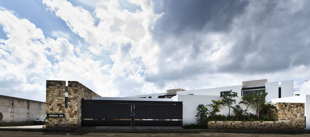 Yucatan cantilevered house street view