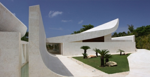 beachfront-homes-curved-caribbean-house-1