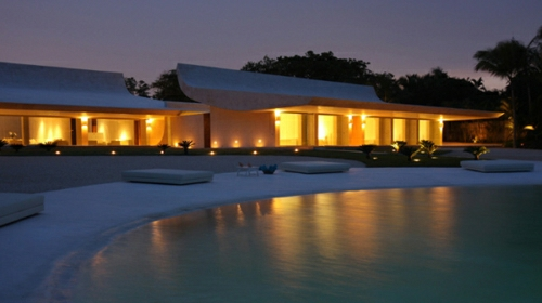beachfront-homes-curved-caribbean-house-6