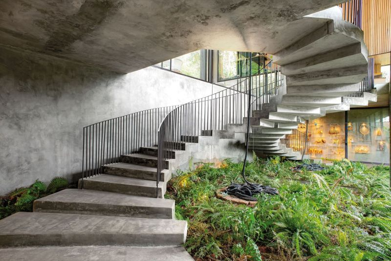 There's also this beautiful spiral staircase which reveals a lovely corner of the garden down below