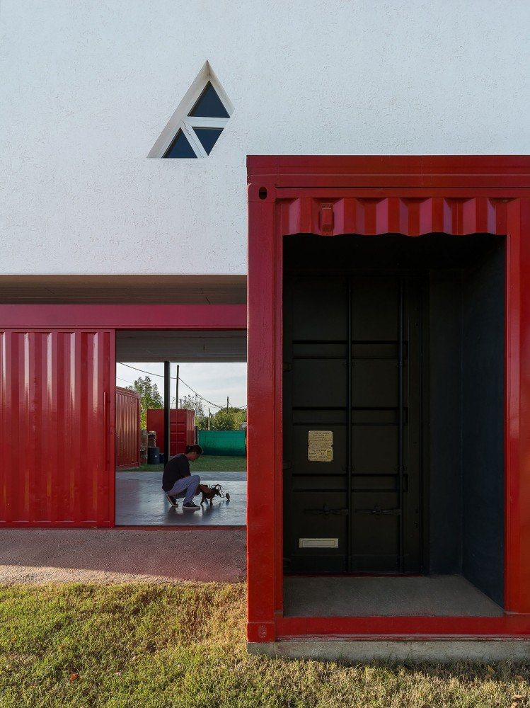 container-home-argentina-entrance