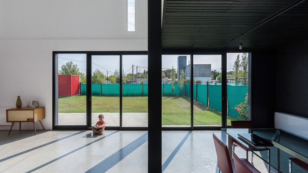 container-home-argentina-large-windows