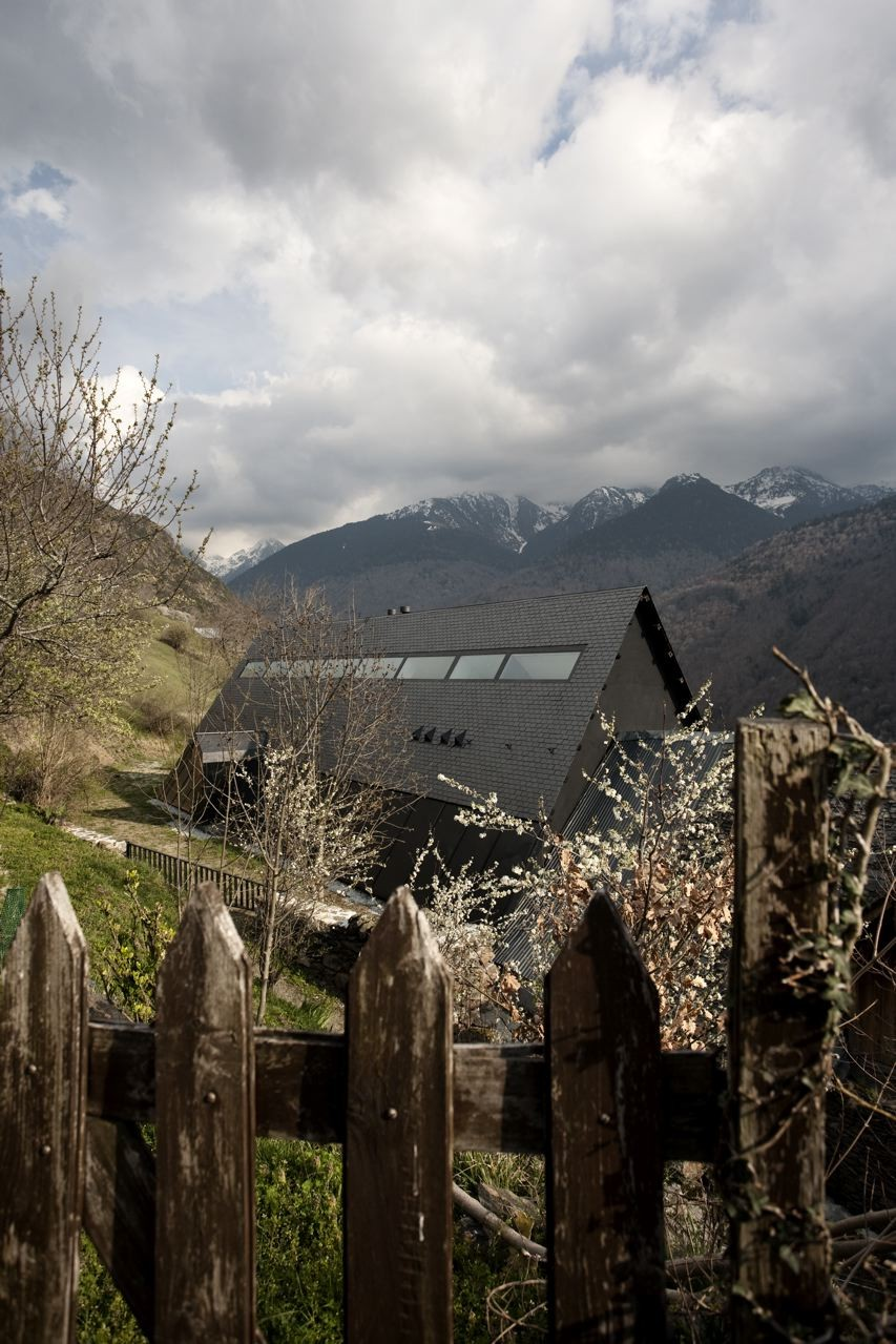 pyrenees home for two long window chain