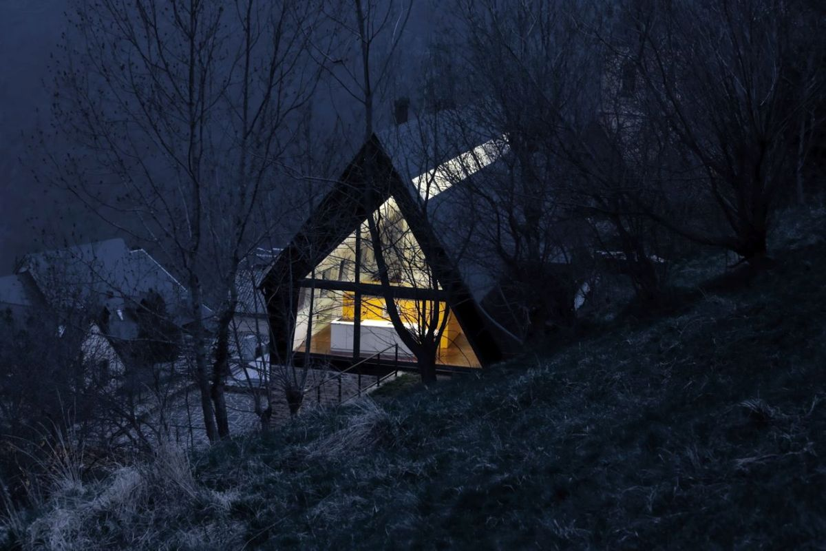 pyrenees home for two views
