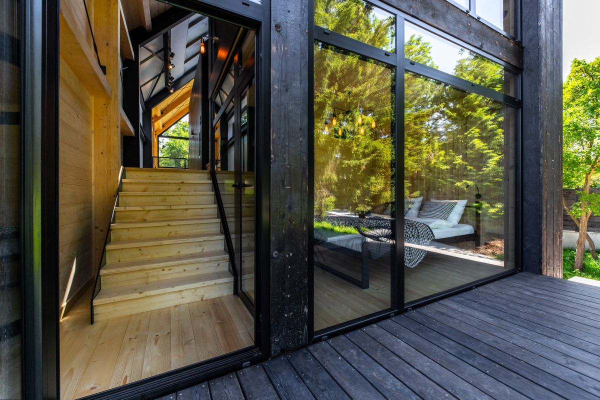 The multitude of glass walls give the houses a very modern appearance while also making the most of the beautiful views surrounding them