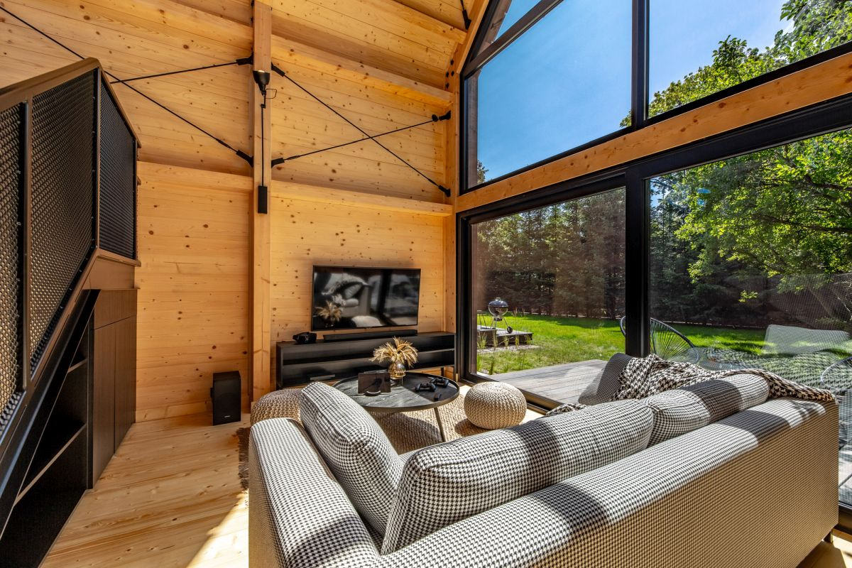 The wood which is extensively used through the interior design gives the house a warm and natural look