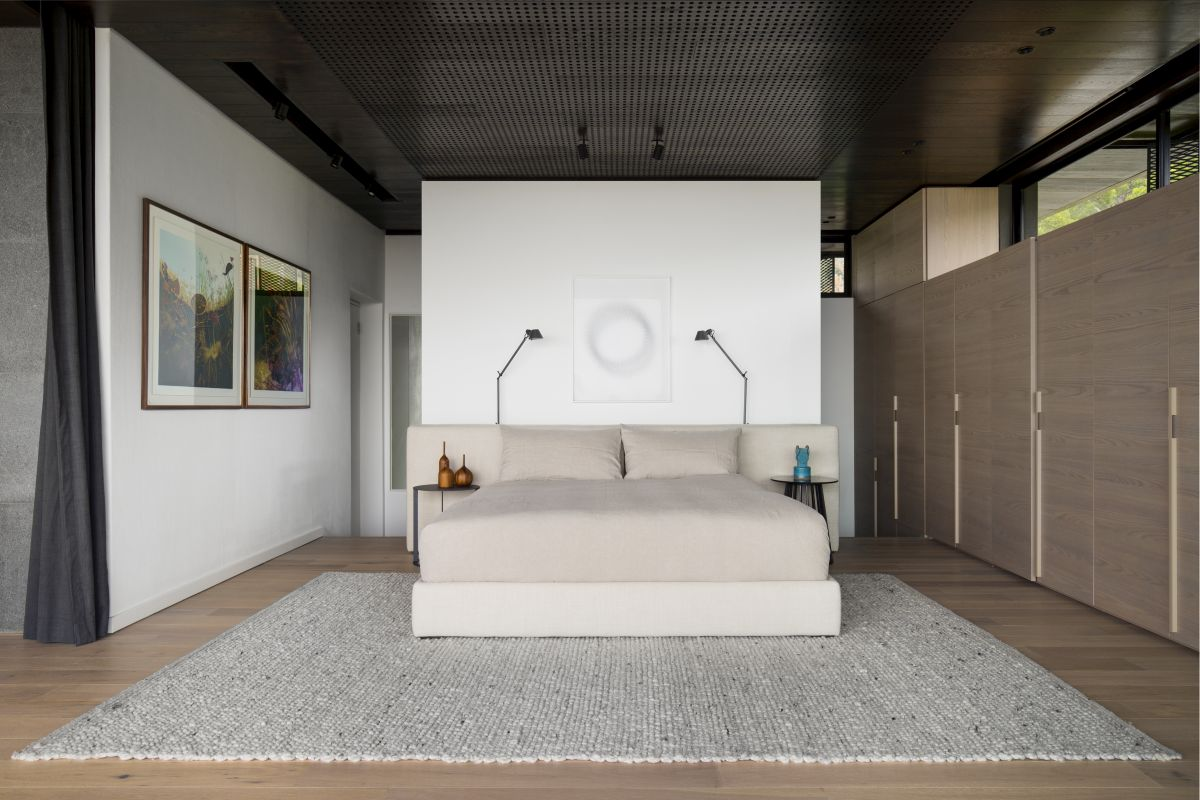 The master bedroom and its en-suite are situated on the new top floor which has wonderful city views