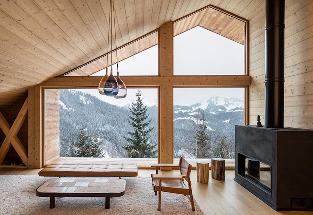 The views are wonderful and they can be admired from the living area thanks to the large windows