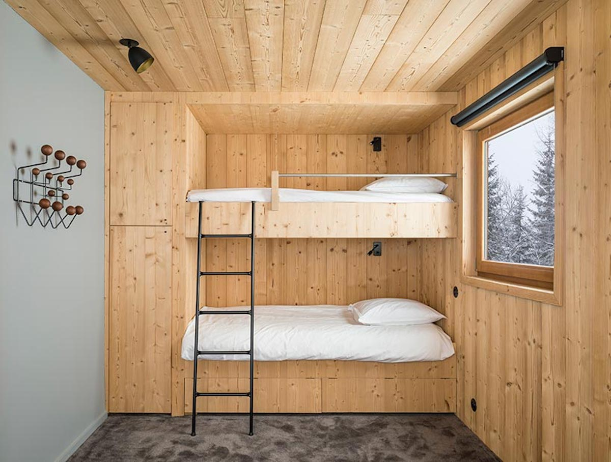 The bedrooms are placed on the middle level. One is small and has bunk beds