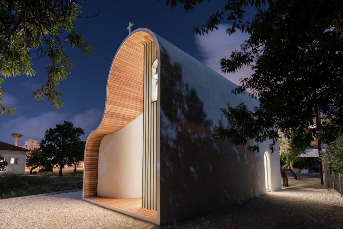 Apostle Peter and St. Helen the Martyr Chapel Curved