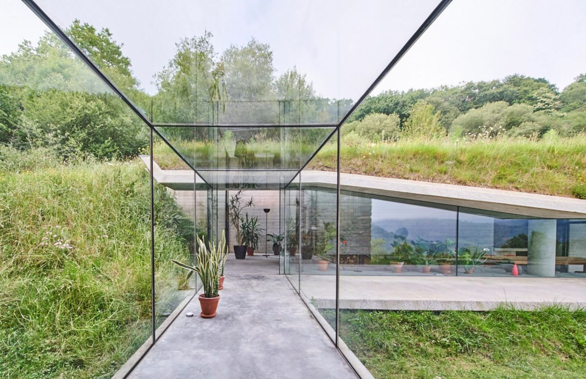 The corridor that connects the two structures is made entirely of glass and has a concrete floor