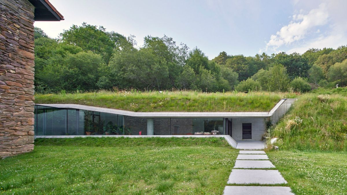 The annex slices through the hillside, fitting inside perfectly