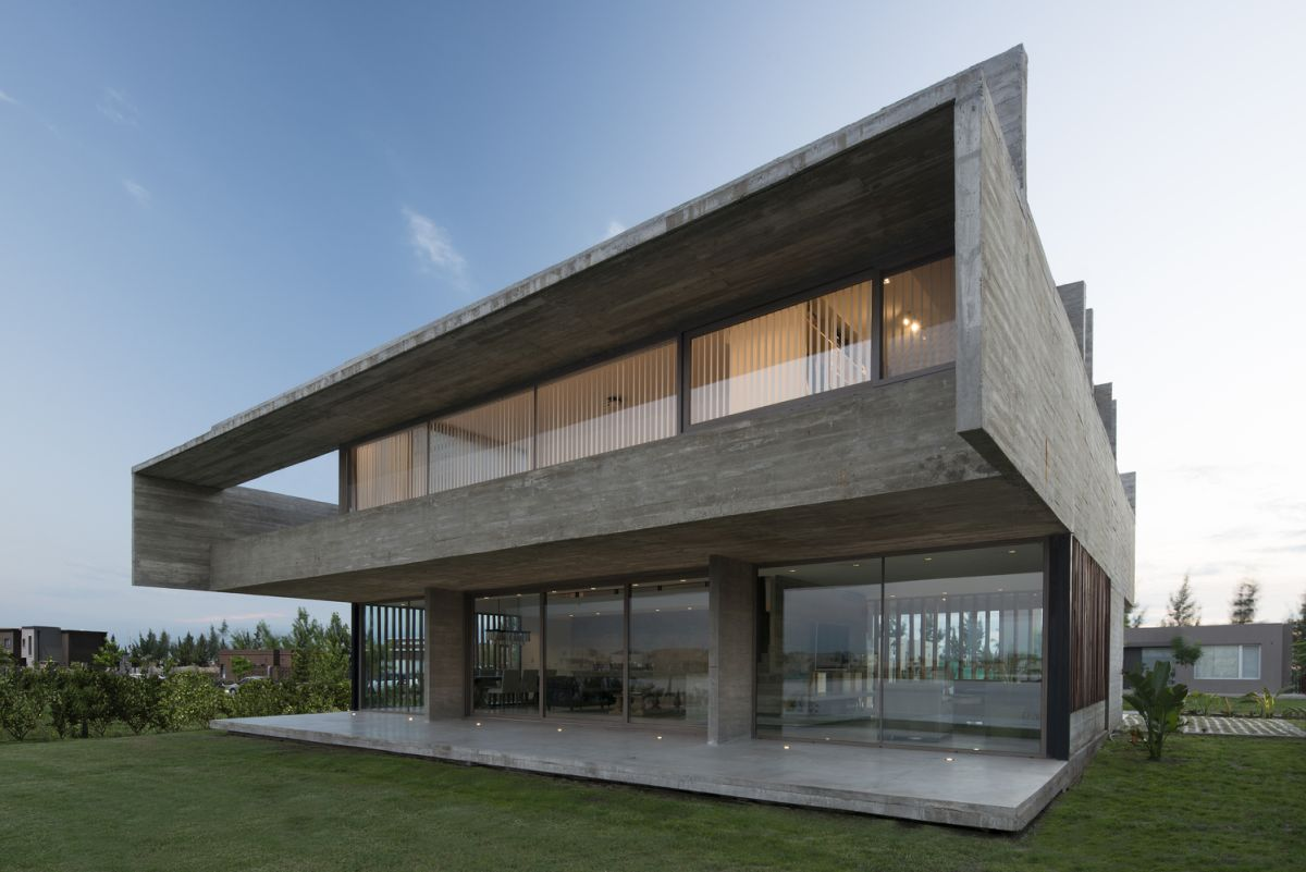 The sides of the house have solid blind walls with no windows which ensures privacy from the neighboring homes