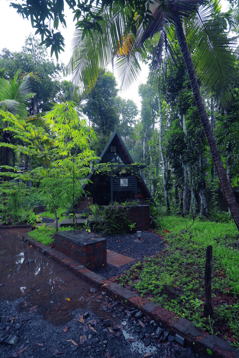 Although it may look like a typical cabin in the woods, secluded and forgotten, it actually has some close neighbors