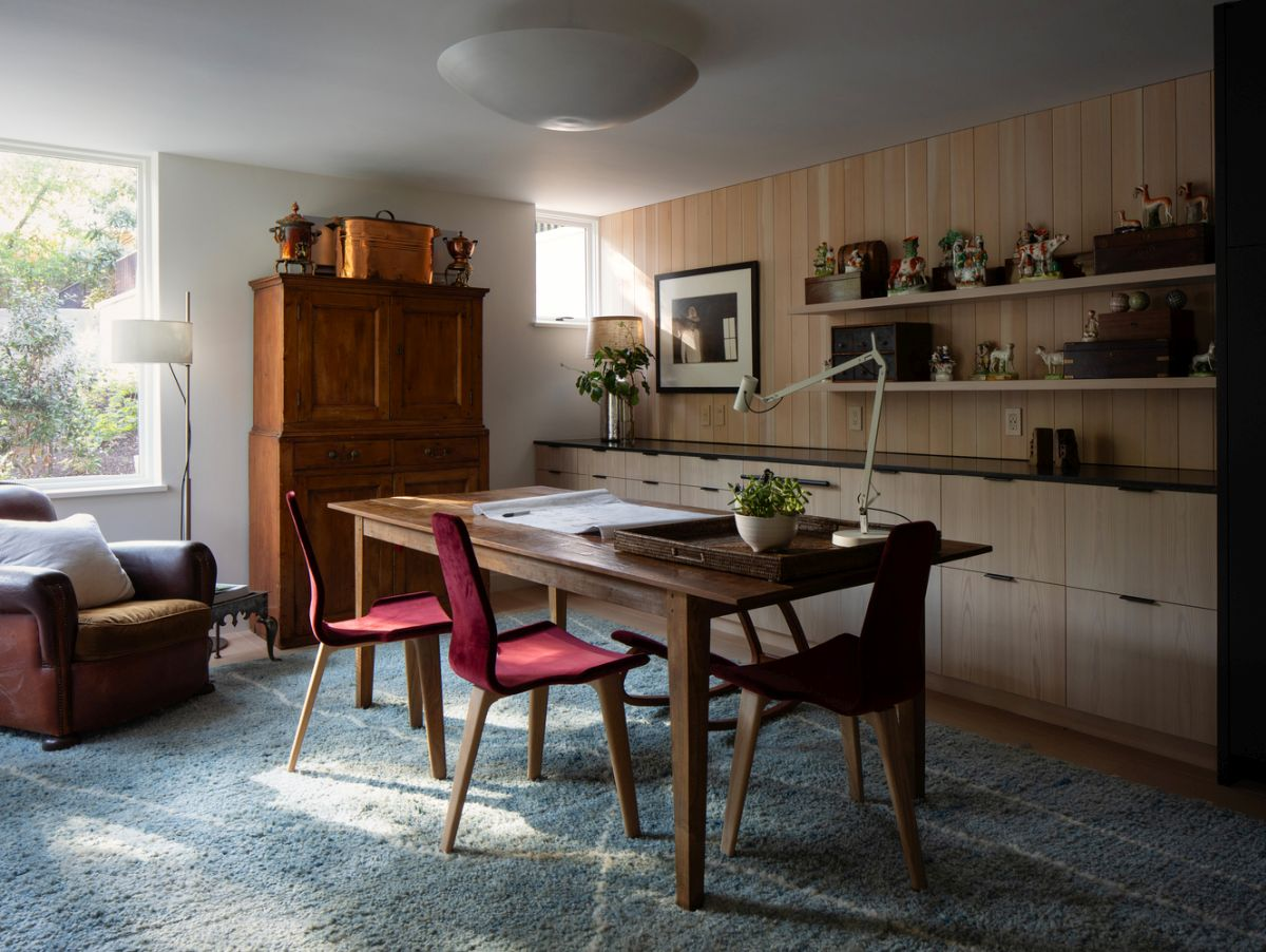 The interior design is an eclectic mix of modern and rustic elements which complement each other harmoniously