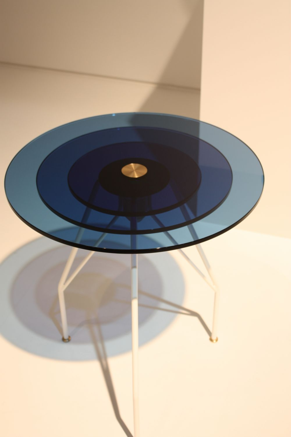 The concentric circles that make up the top of this table create a beautiful ombre effect