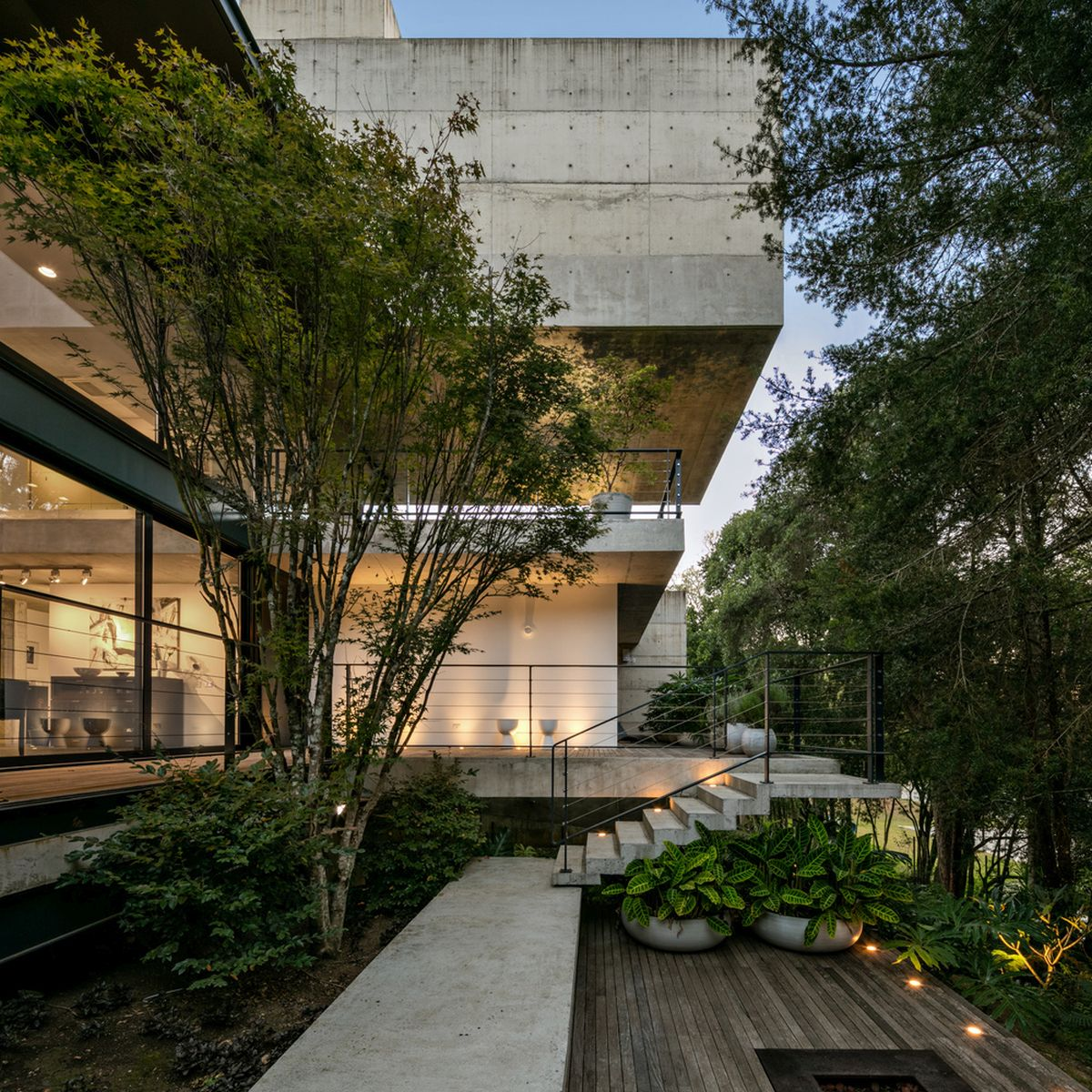 The open porches, terraces and staircases extend the indoor areas outside