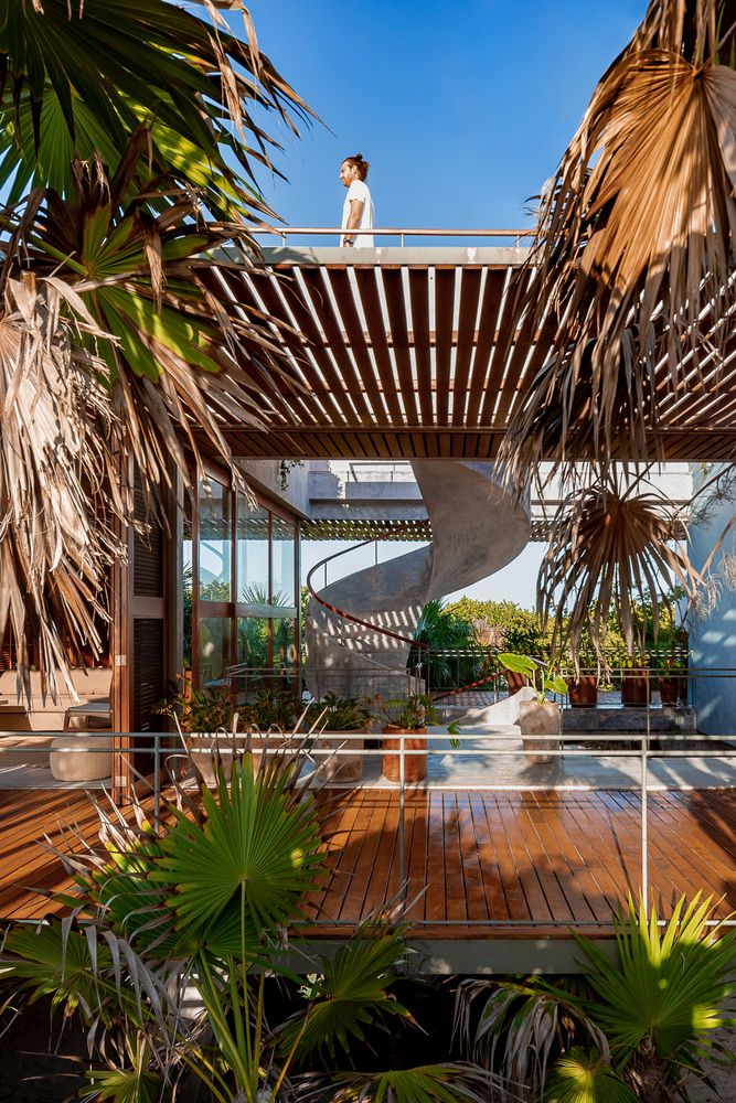 The house as a whole is very open and enjoys cross ventilation and an abundance of natural sunlight