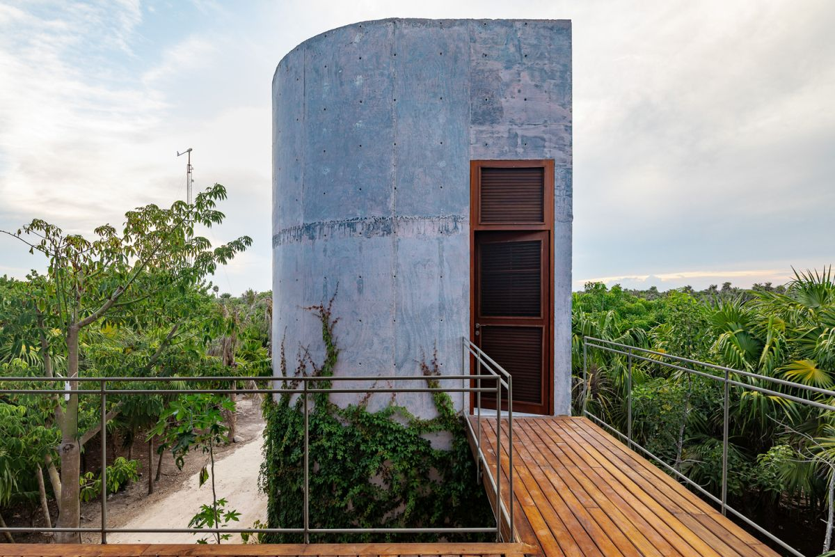 This tower can be used as a space for mediation or as a work area whenever required