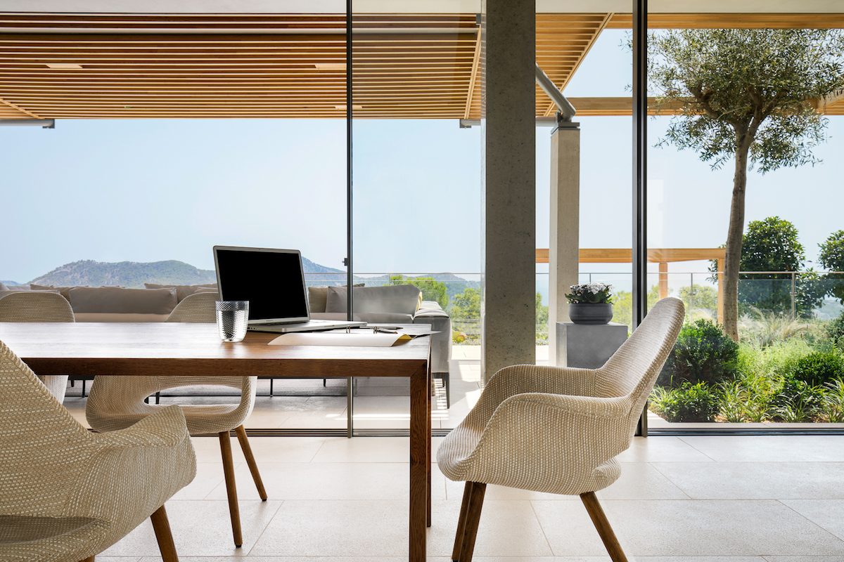 Every important interior space offers uninterrupted views of the surrounding landscape, each in its own way