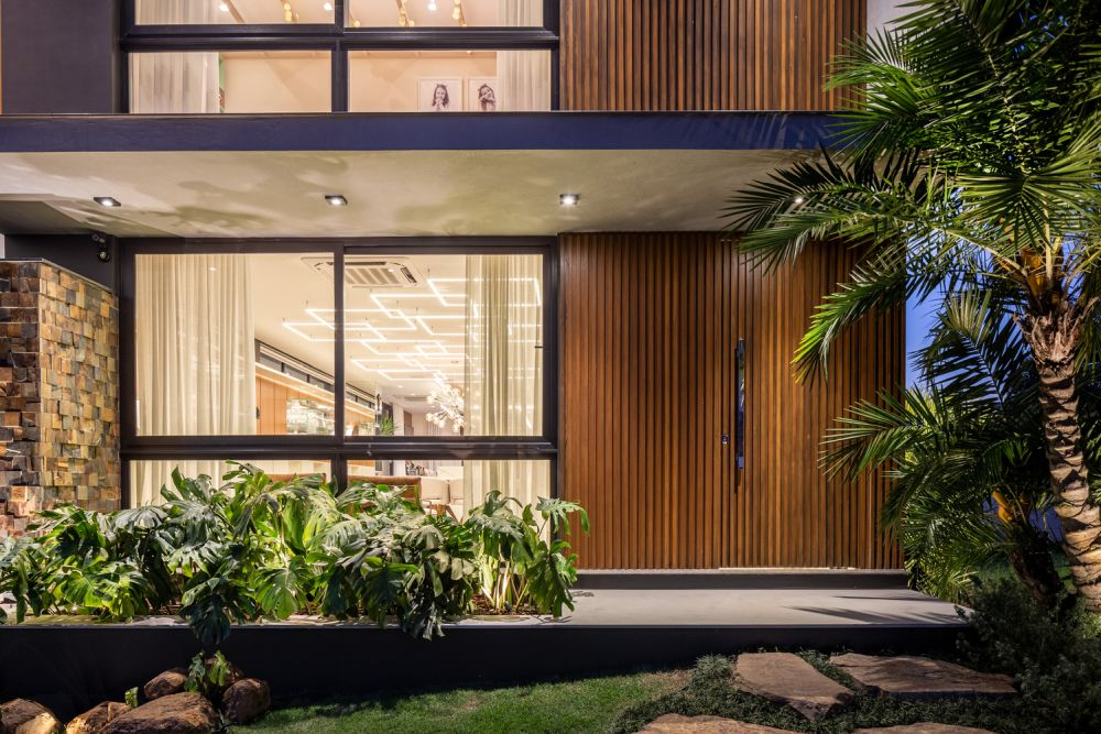 The rear section of the house has large windows which establish a strong bond between the living spaces and the natural surroundings