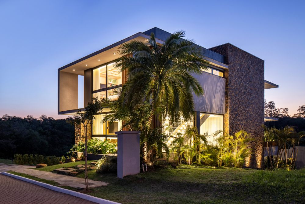 The house is beautifully integrated into its surroundings while also maintaining a clean and modern aesthetic
