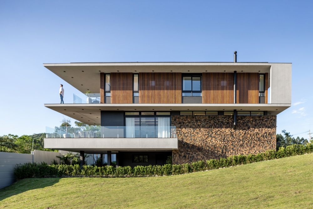 The house is organized on three floors and takes advantage of the beautiful view towards the back of the site