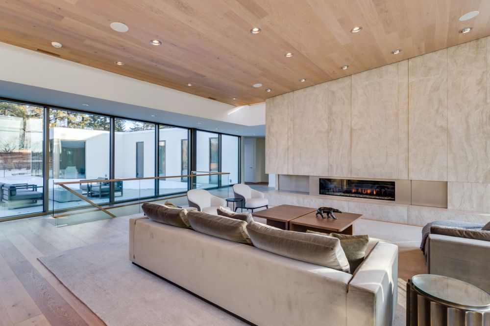 The interior design and decor are simple and subdued, putting an emphasis on the views