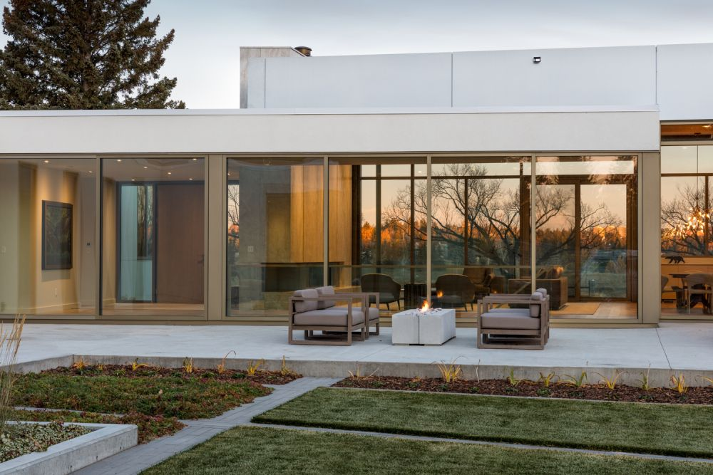 The private rooms of the house overlook the backyard and have a more sheltered and subdued design