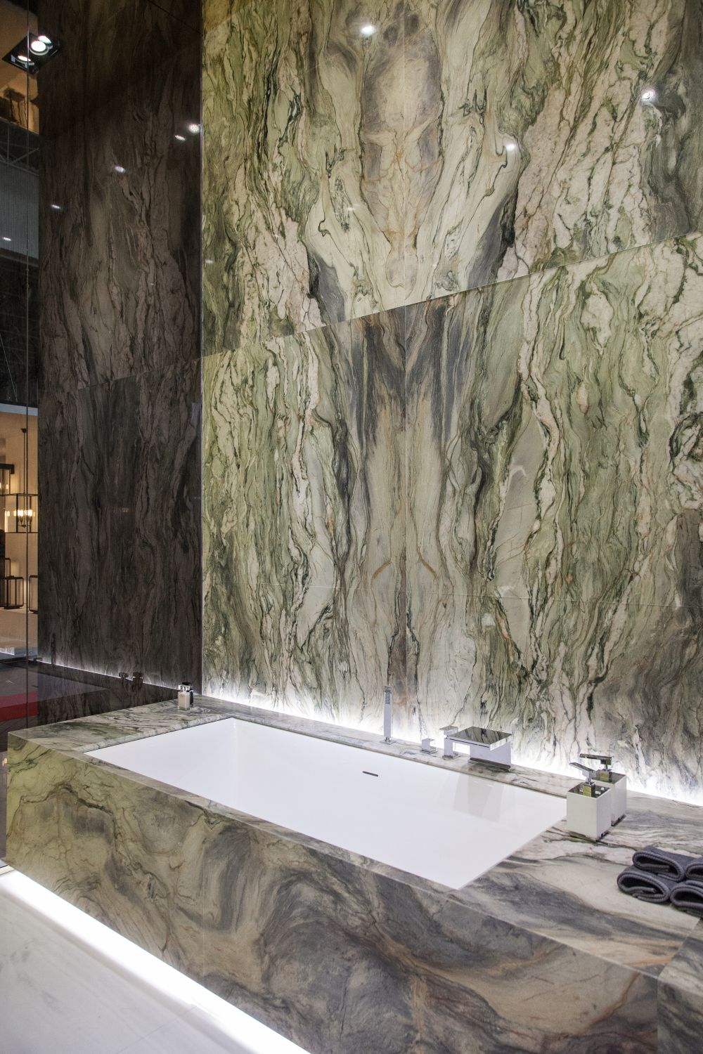 The design plays with the unique and distinct patterns on each block of marble and the result is very artistic
