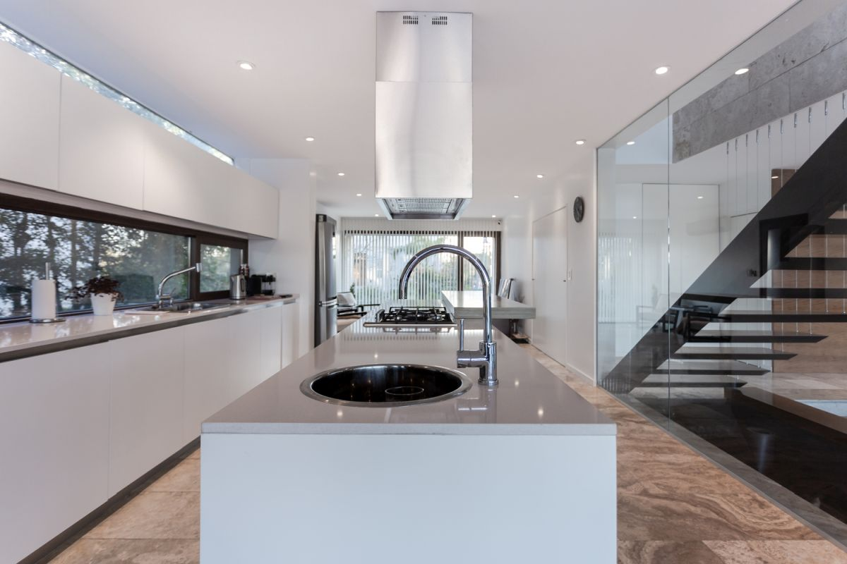 The clean lines, bright colors and abundance of natural light make the kitchen look exquisite