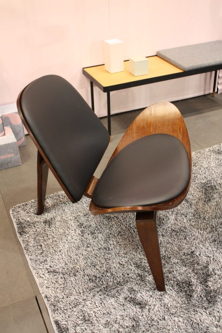 Camino chair with a midcentury style