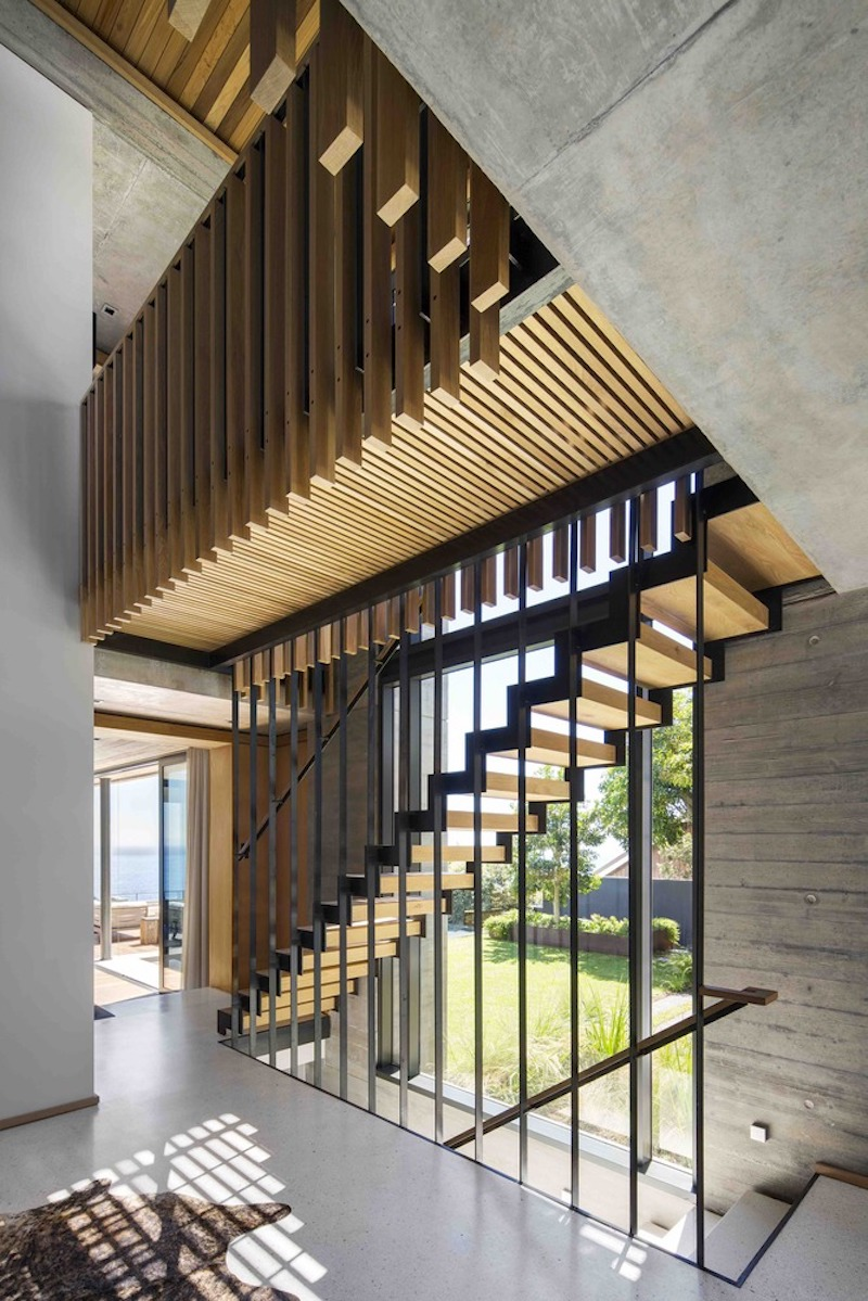 The staircases form a circular area opened to the courtyard through full-height windows