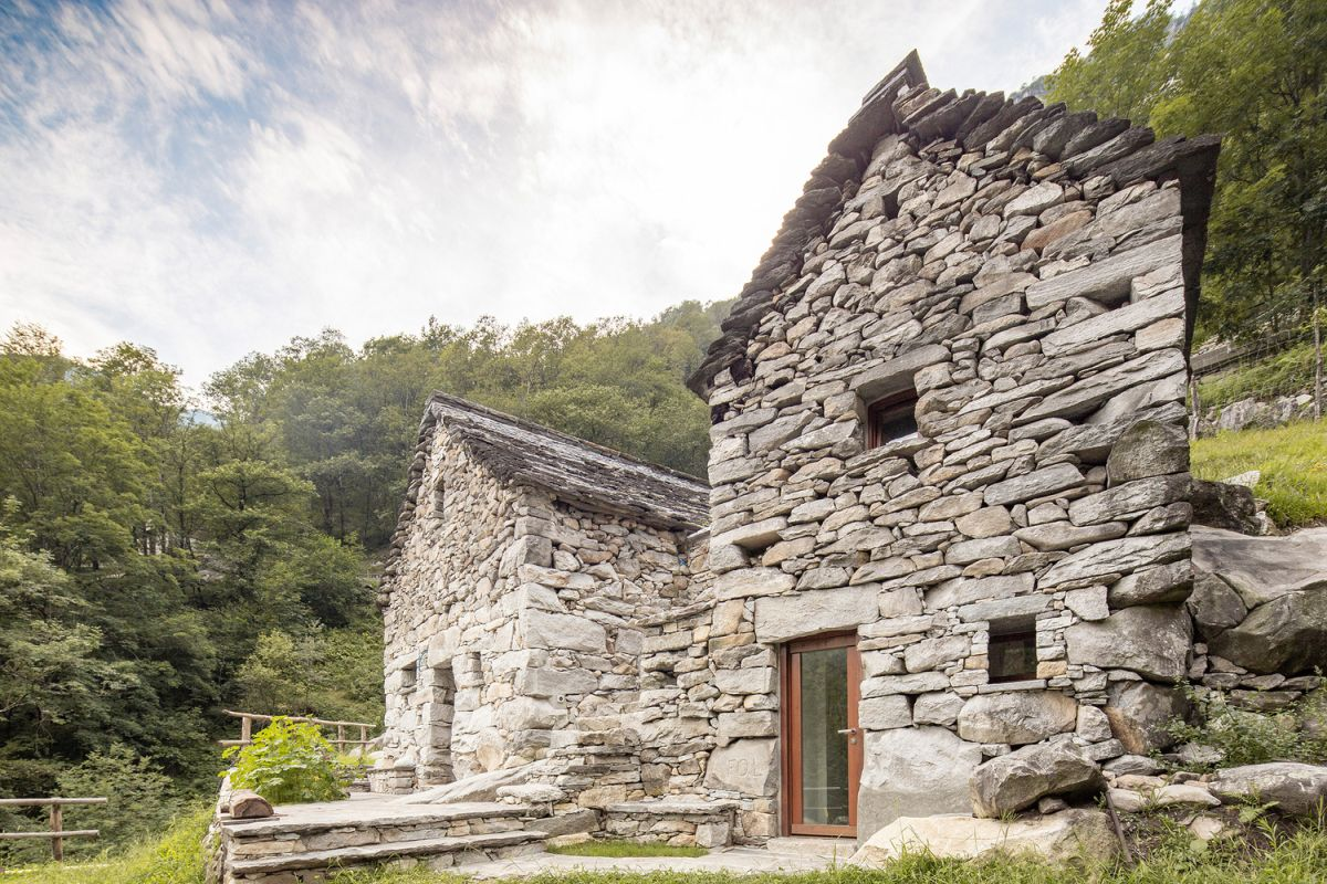 The exterior of the original barn was preserved as best as possible in order to give the house an authentic look