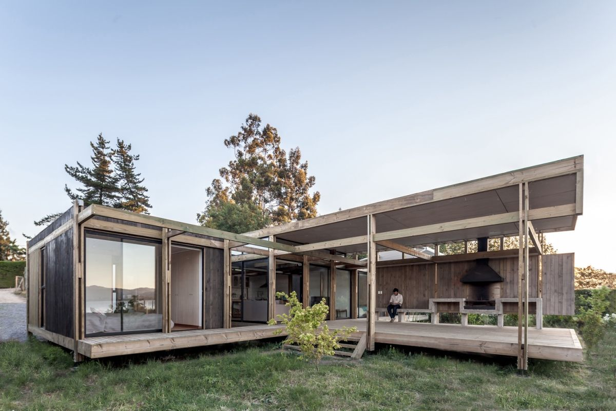 The majority of the house has glazed sides and large openings which allow it to embrace the outdoor surroundings