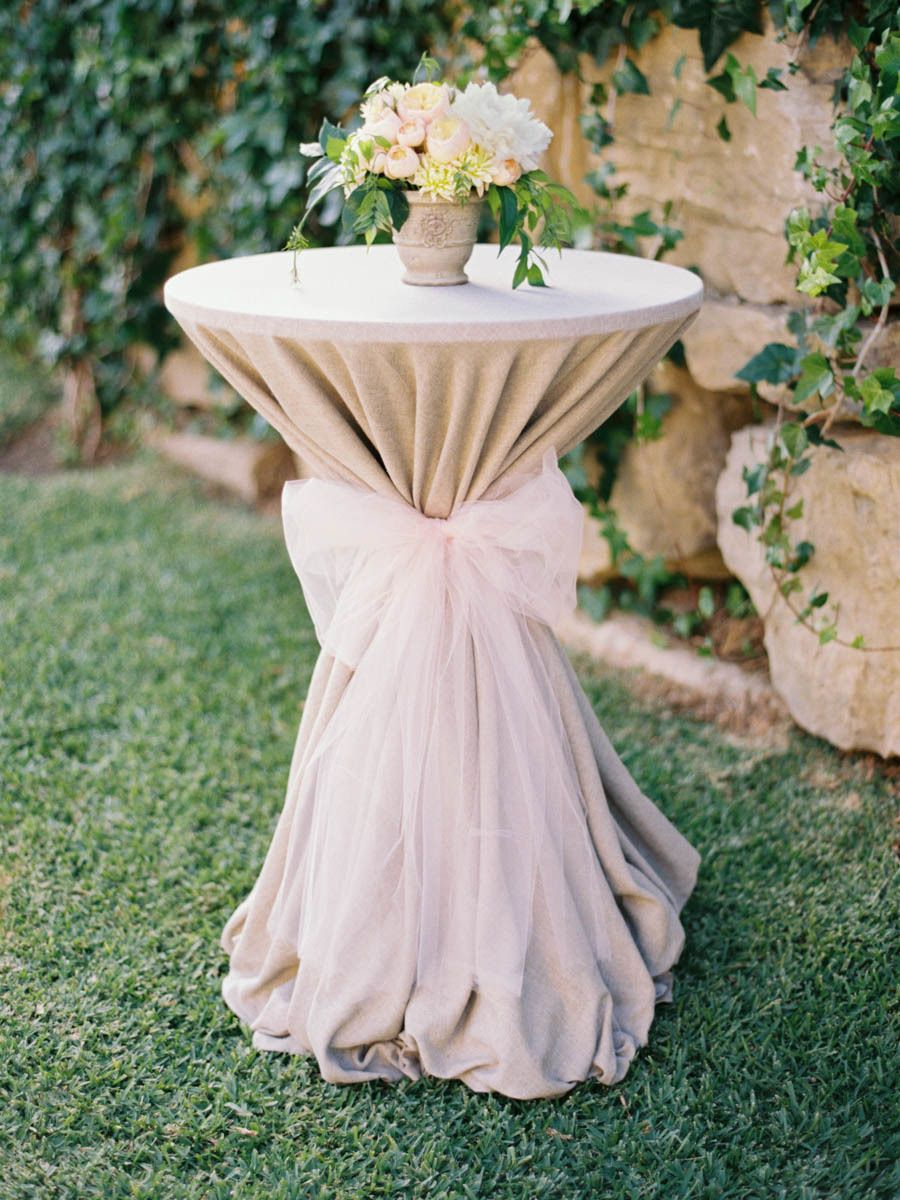 Cocktail table with Ribbon