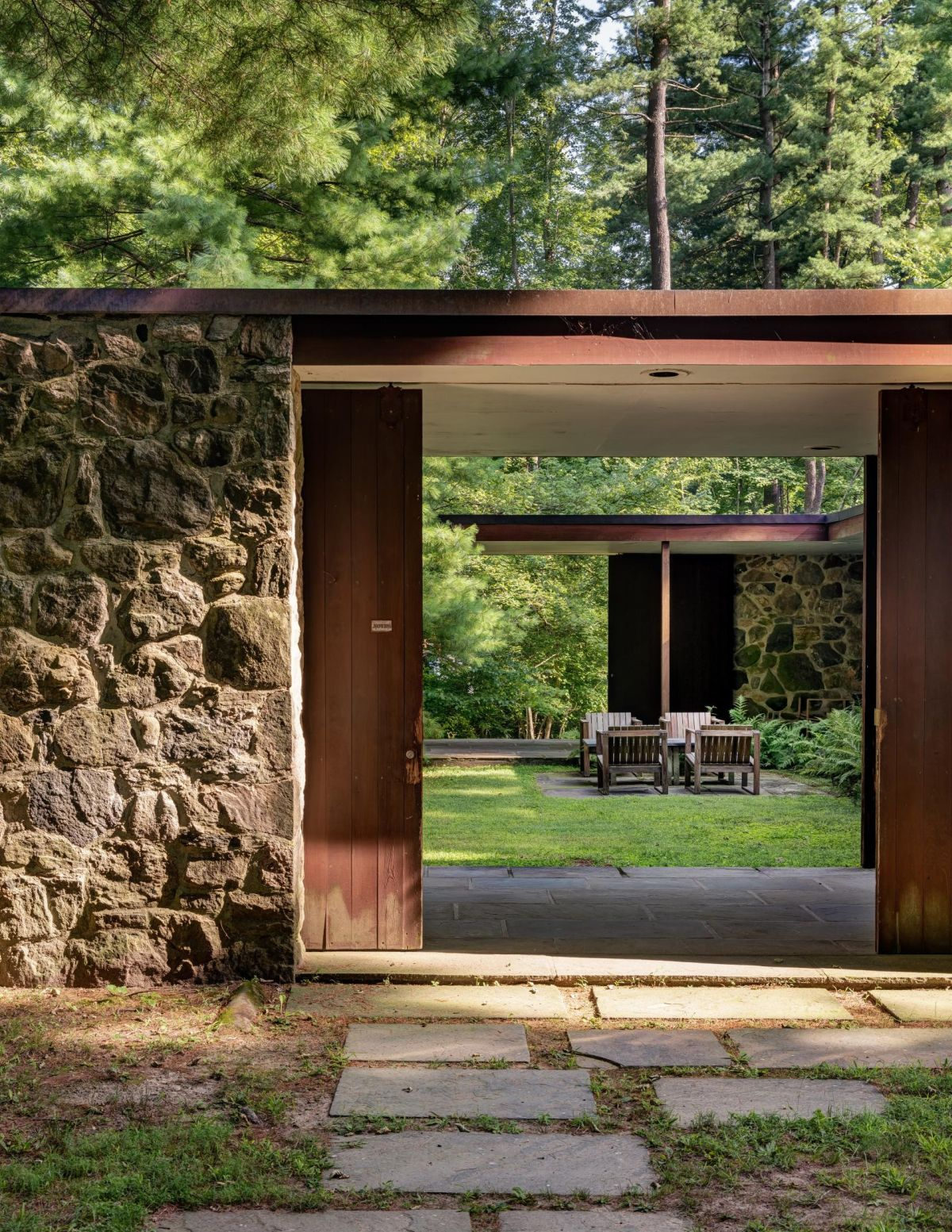 A central,open-sit courtyard is nestled between the two wings, resembling a fresh and intimate oasis