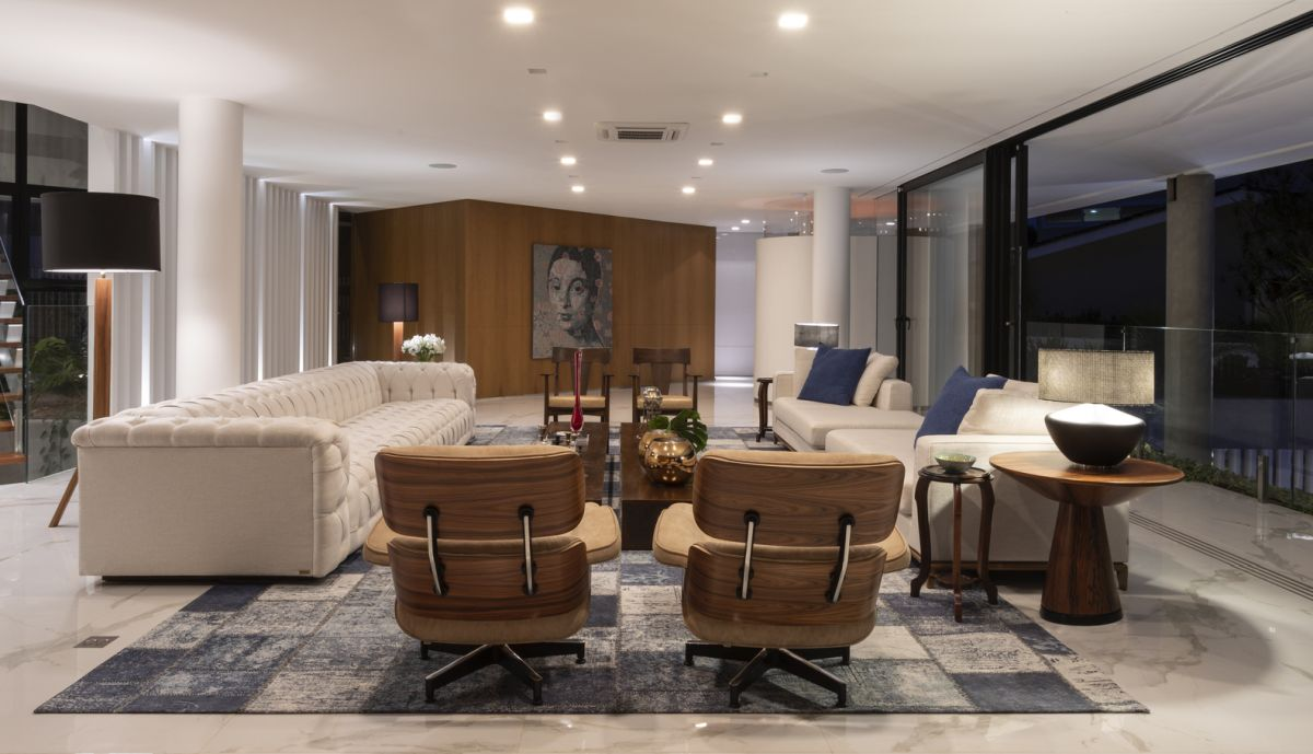 Even though the living area is very breezy and open it also looks and feels very warm and welcoming
