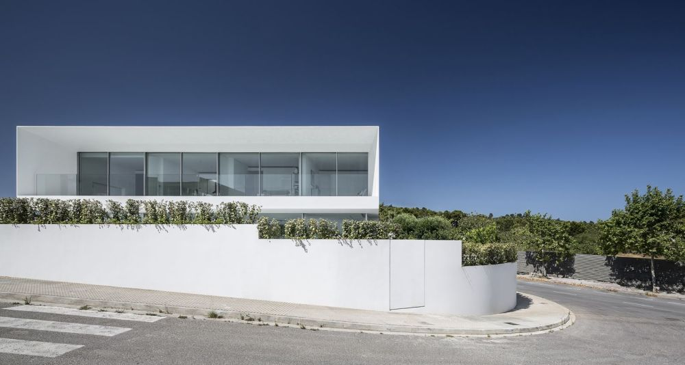 The corner plot offers multiple advantages, the views being the most significant one