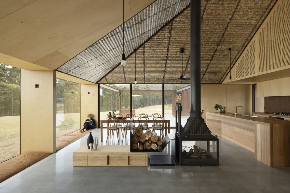 The social area is an open space with concrete floors and large frameless windows