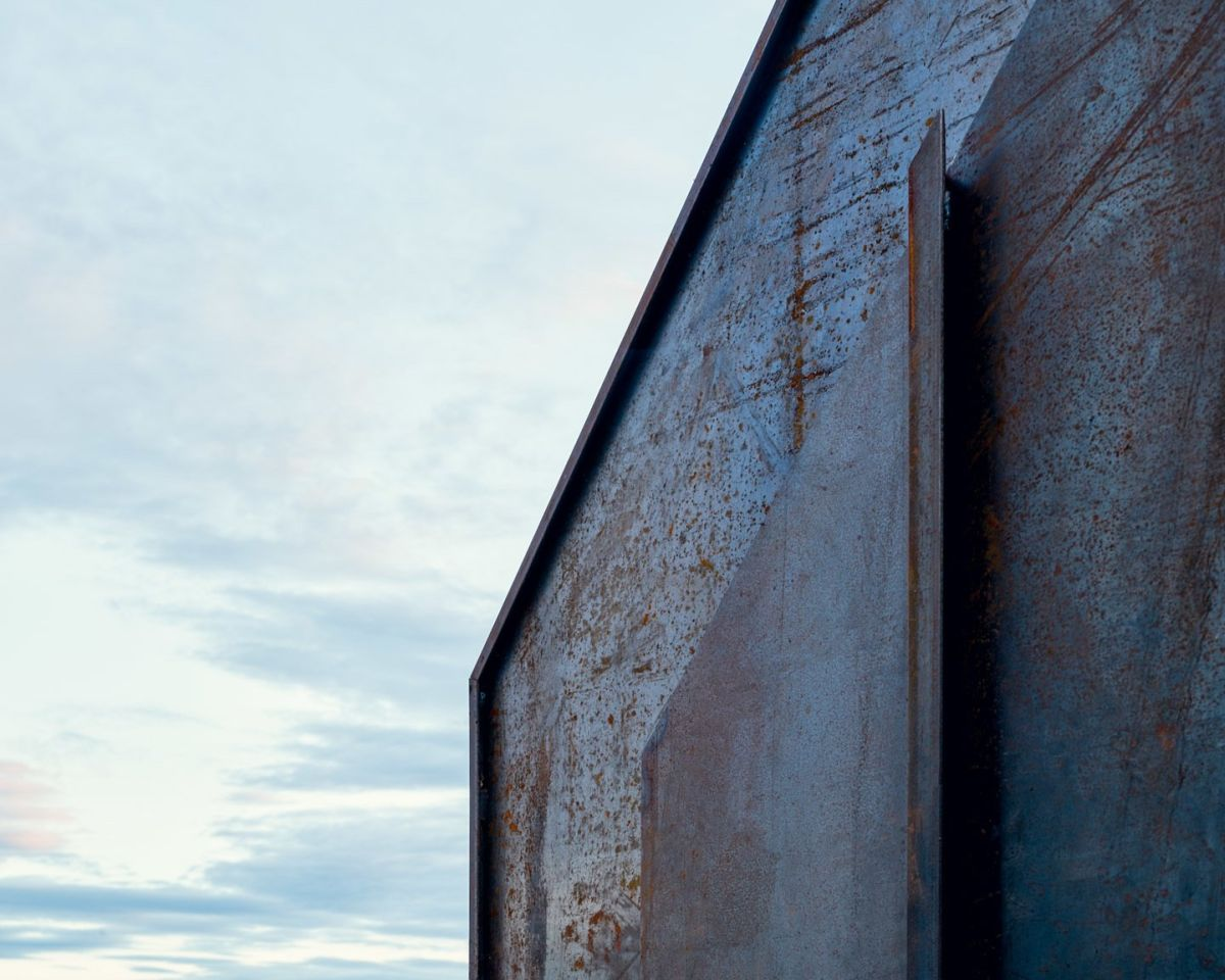 The corten steel exterior gives the cabin a patina which develops over time, giving it lots of character