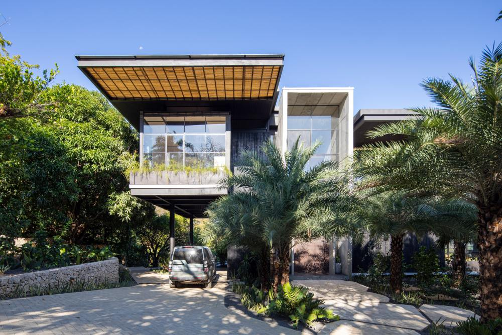 The beautiful tropical landscape which surrounds the house was the main source of inspiration for its design