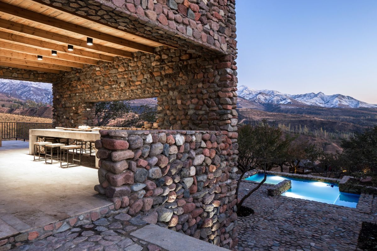 The views are definitely a major attraction and the house takes advantage of this