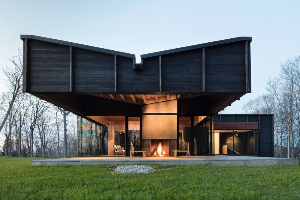The roof has this sculptural shape which gives it a strong identity and lots of character